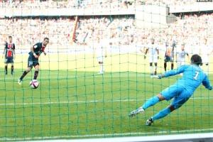 Photo Ch. Gavelle, psg.fr (image en taille et qualité d'origine: http://www.psg.fr/fr/Actus/105003/Galeries-Photos#!/fr/2011/2202/27096/match/PSG-Valenciennes/PSG-Valenciennes-2-1)