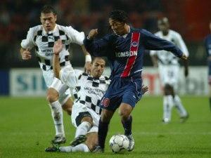 Ronaldinho balle au pied (Ch. Gavelle)