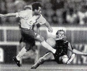 Mahut tente de contrer Christian Pérez (P. Boutroux)