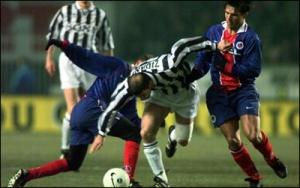 Zidane passe Laurent Fournier et Vincent Guérin