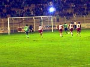 Penalty concédé par Dehu, que Carteron expediera au-dessus des buts de Benhamou (R. Mivière)
