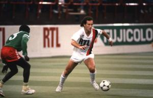 Gabriel Calderon balle au pied