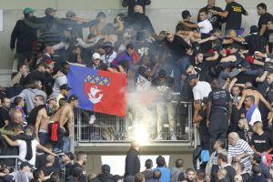 400 supporters contestataires étaient présent à Auguste-Delaune (A. Journois)
