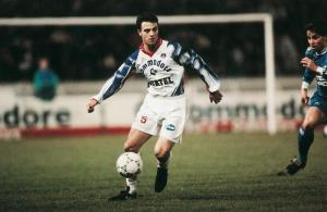 Alain Roche balle au pied