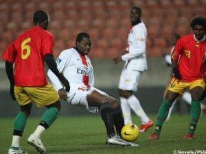 Apoula Edel, entré comme joueur de champ pour pallier la blessure de Loris Arnaud (Ch. Gavelle)