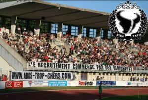 Des supporters parisiens remontés contre le recrutement et les augmentations du tarif des abonnements...