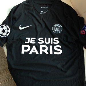 """Troisième maillot 2015-16, floqué """"Je suis Paris"""""""