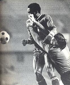 François M'Pelé paye de sa personne face à Landi
