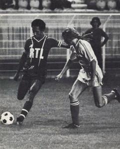 Jean-Pierre Tokoto poursuivi par Gilles