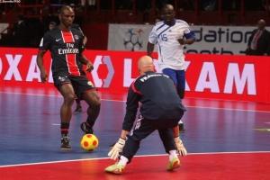 Face à face entree Zoumana Camara et Barthez