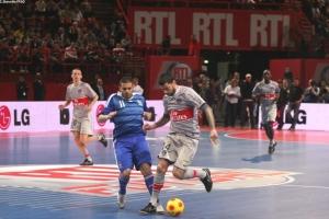 Mateja Kezman face aux spécialistes du genre, l'équipe de France de Futsal