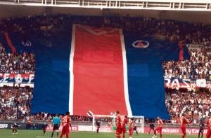 Les supporters du Virage Auteuil rappellent aux dirigeants ce qu'est un maillot du PSG...