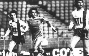 Thierry Morin et Jean-marc Pilorget face... à leur coéquipier de club Dominique Rocheteau, pour une fois dans le camp d'en face! (archives MK)