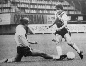 Tacle de Philippe Jeannol sur Llorens (HAC Foot Archives)