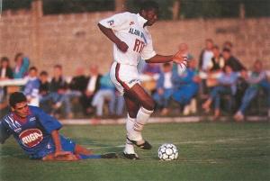 Le jeune Pascal Nouma échappe à un tacle (Ch. Gavelle)