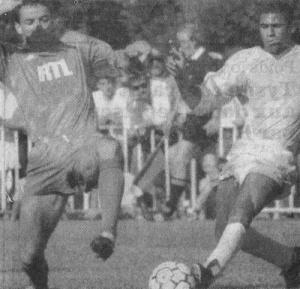 Paul Le Guen intervient devant Ben Salah (archives Cyril Yvon)