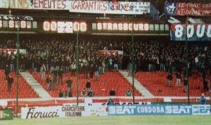 Les fans en Boulogne Rouge, prêts à déferler en cas de but...