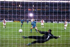 Bernard Lama est pris à contre-pied par Ronaldo