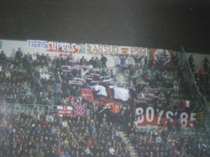 Les courageux supporters parisiens ayant fait le déplacement en dépit de la prestation de leurs favoris au match aller... (Mouvement Ultra)