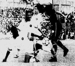 Patrice Loko aux prises avec l'arrière-garde mauricienne