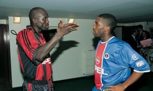 Conversation entre Augustine Okocha et Weah avant le match