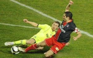 Pedro Pauleta à la lutte pour le ballon