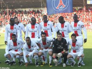 La très jeune équipe parisienne avant le coup d'envoi (Ch. Gavelle)