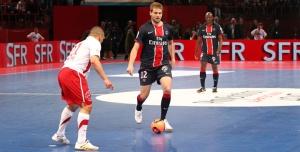 Mathieu Bodmer balle au pied (Ch. Gavelle)