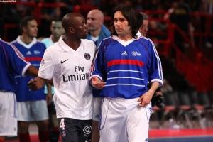Claude Makélélé discute avec son ancien coéquipier nantais, Pedros (Ch. Gavelle)