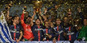 Thiago Silva brandit sa 3ème Coupe de la Ligue consécutive, la 6ème du club en 7 finales!