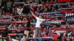 Les Ultras ont été autorisé à se regrouper à une grosse centaine en tribune Auteuil, avec tambour et mégaphone.