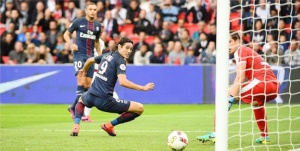 Le superbe second but d'Edinson Cavani (A. Mounic)